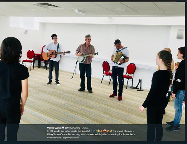 Jollies-rehearsal-at-Venue-Cymru