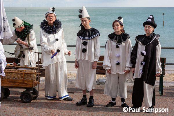 Pierrot-Weekend-copyright-PaulSampson-Macko-and-the-Jollies