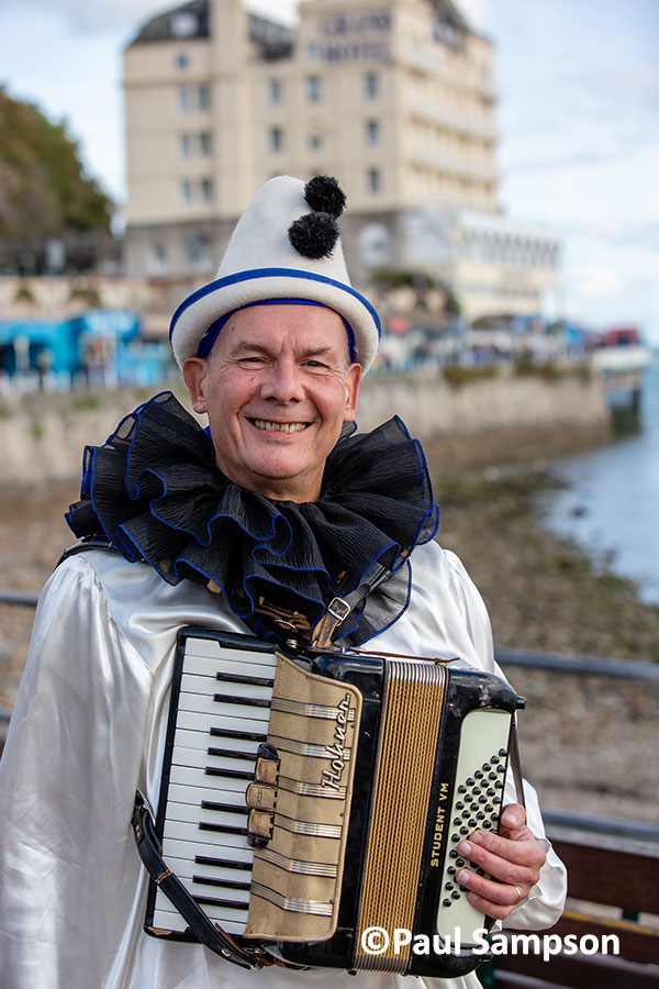 Pierrot-Weekend-copyright-PaulSampson-Mr-Macko.