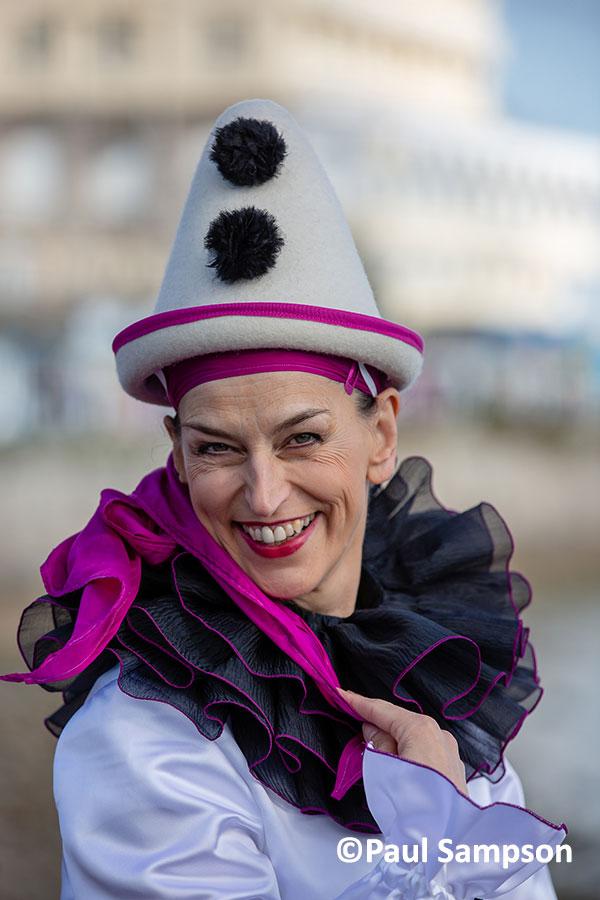 Pierrot-Weekend-copyright-PaulSampson-Ms-Zampanella