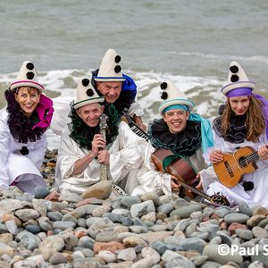 Pierrot-Weekend-copyright-PaulSampson-New-Follies-at-the-sea-edge