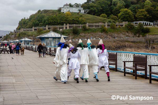 Pierrot-Weekend-copyright-PaulSampson-New-Follies-walking-on-the-pier