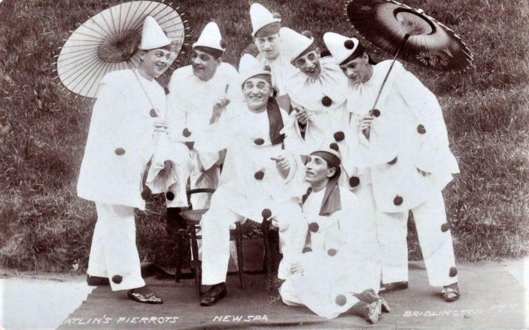 EW SPA, BRIDLINGTON England - CATLIN'S PIERROTS Parasols 1908
