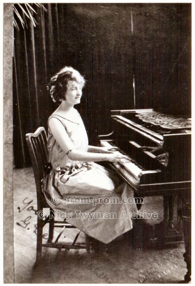 P_E_152_Sands_Margate_1910_(6)