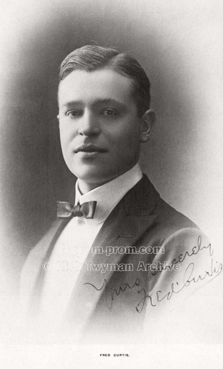 P_E_31_Gold_s_Margate_Pierrots_1905_(8)