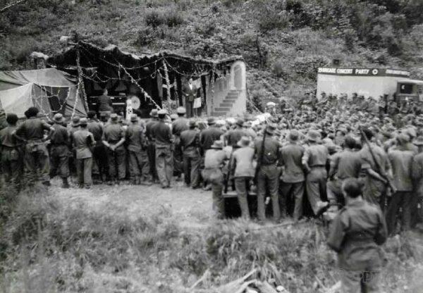 1951 J A Rank Studio Photo Korea Soldiers 29th Brigade Concert Party Jack Warner